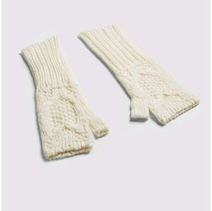 Lynlee Joie fingerless gloves